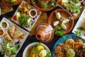 Platos llenos de comida marroquí