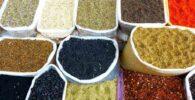 Cocina marriquí: mil especias marroquis en sacos de color blanco